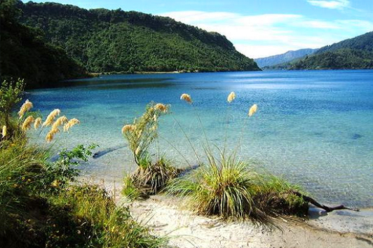 新西兰北岛-怀卡雷莫纳湖 (Lake Waikaremoana)