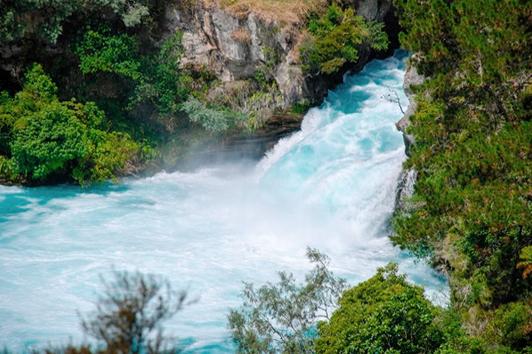 新西兰北岛旅游景点-湖卡瀑布( Huka Fall)