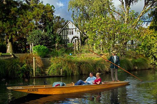 新西兰南岛-基督城雅芳河30分钟撑篙泛舟公共船(Punting on the Avon)