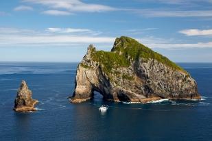 新西兰北岛-岛屿湾石中洞(Hole In The Rock)